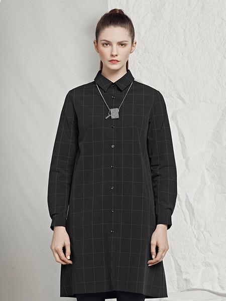 圣迪奧女裝品牌2020秋冬系扣格子紋大衣