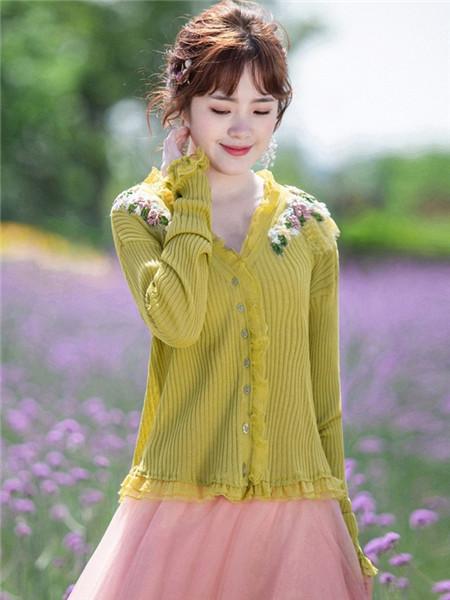 烟花烫女装品牌2020秋冬黄色条纹印花开衫毛衣