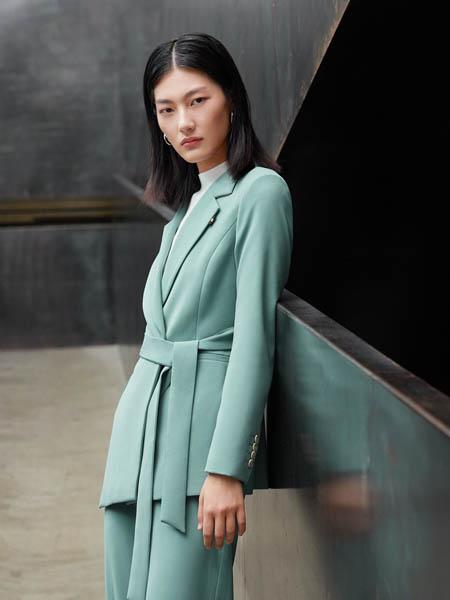 埃沃定制女装品牌2020秋冬新款大片