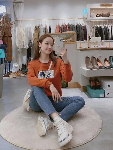石库门女装品牌2020秋季圆橙色领保暖卫衣
