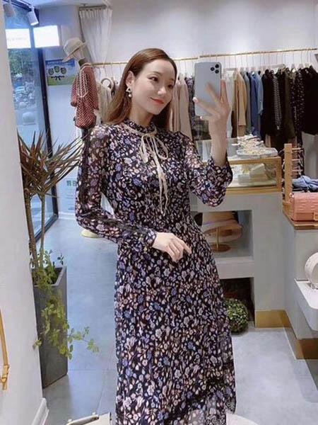 石库门女装品牌2020秋季时尚长款蝴蝶结印花连衣裙