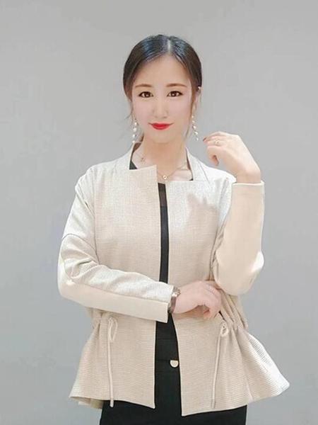 石库门女装品牌2020秋季白色褶皱边中长款外套