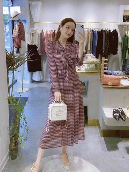 石库门女装品牌2020秋季长款蝴蝶结领连衣裙