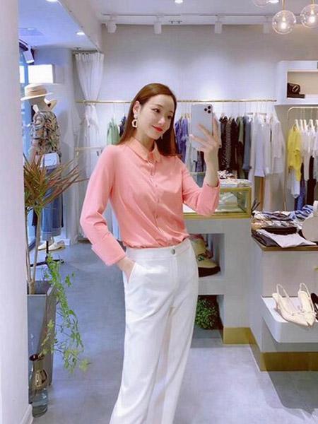 石库门女装品牌2020秋季粉色系扣衬衫