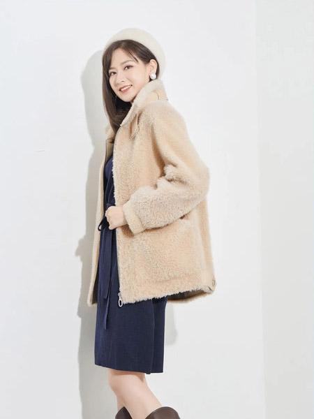 娅丽达女装品牌2020秋冬米白色毛绒中长款外套