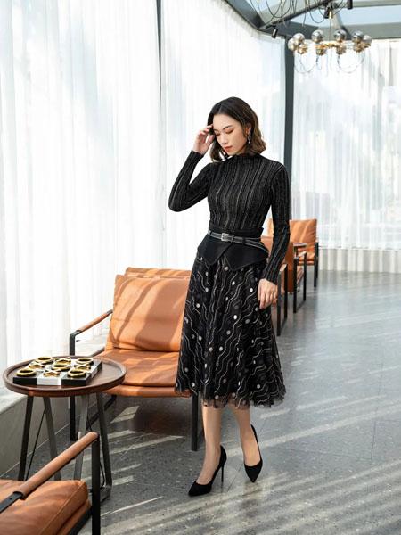 卡索女装品牌2020秋冬条纹黑色上衣斑点印花纱裙套装