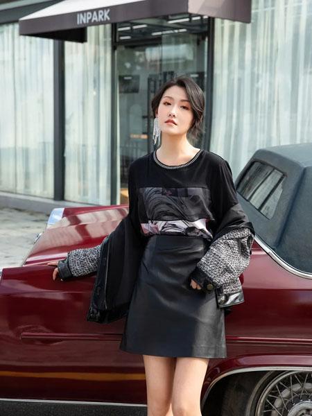 卡索女装品牌2020秋冬印花圆领黑色上衣短款皮裙