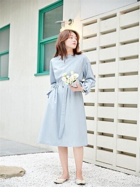 汀丁可女装品牌2020秋季蓝色系腰连衣裙