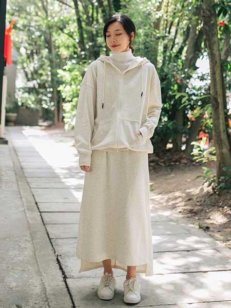 CRISP女装品牌2020秋冬奶白色卫衣半身裙