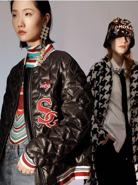 西蔻女装品牌2020秋冬黑色字母印花反亮加棉外套