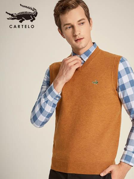 卡帝乐鳄鱼CARTELO休闲品牌卡其色logo羊绒针织衫背心