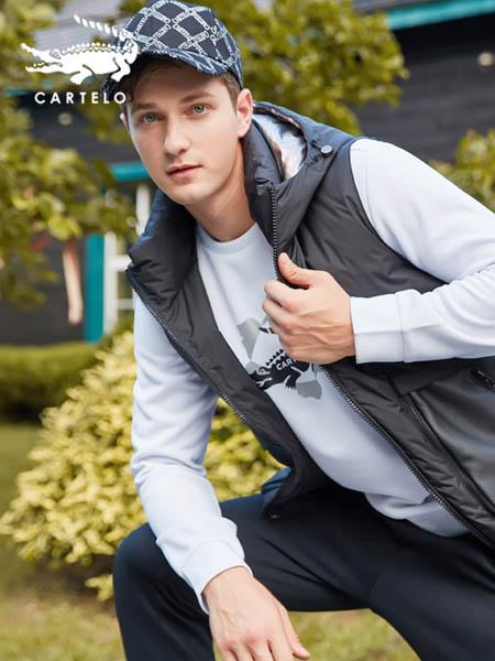 卡帝乐鳄鱼CARTELO休闲品牌男款灰色休闲羽绒马甲