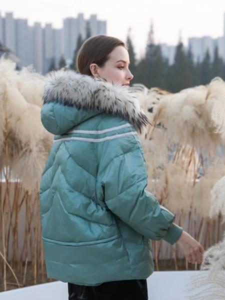 广州华景国际品牌折扣女装直播高端货源艾零度 大毛领可拆卸内胆