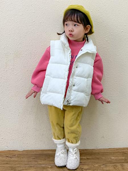 幼米童装品牌2020秋冬女童白色羽绒马甲