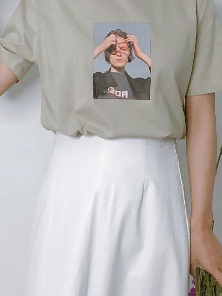 L89℃/MM+/NWT女装品牌2020春夏绿色人物印花上衣