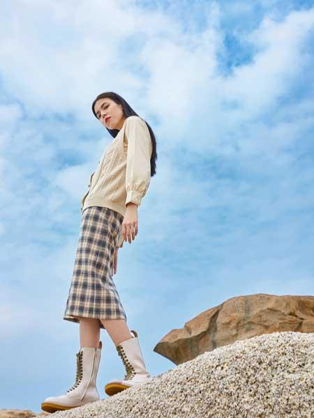 麦寻女装品牌2020秋冬复古格子半身裙