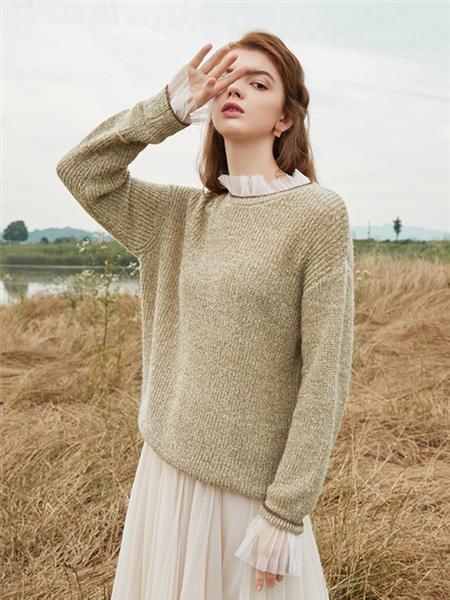 蓝色倾情女装品牌2020秋冬保暖米色长袖针织衫