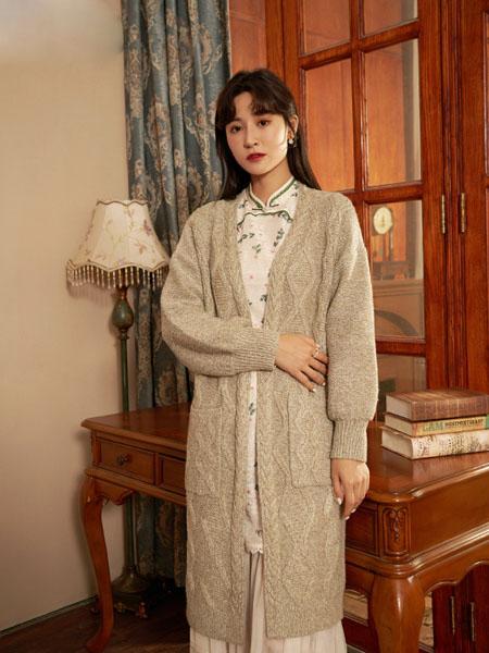 固执女装品牌2020秋冬潮流灰色条纹长款外套