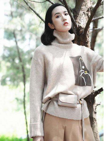 底色女装品牌2020秋冬高领白色加绒毛衣