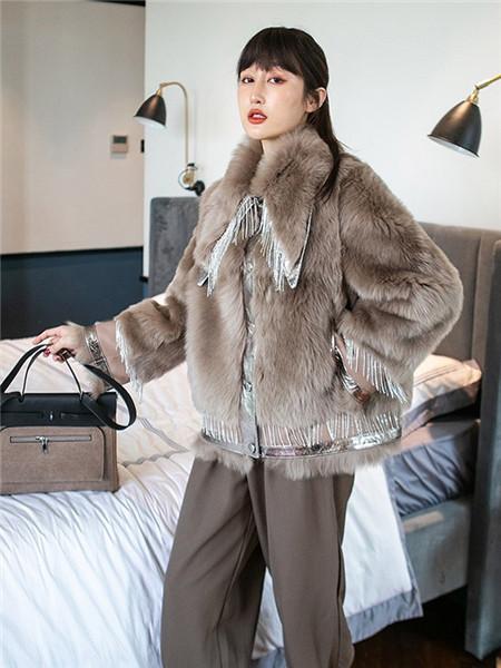 法萨奴女装品牌2020秋冬棕色绒面外套