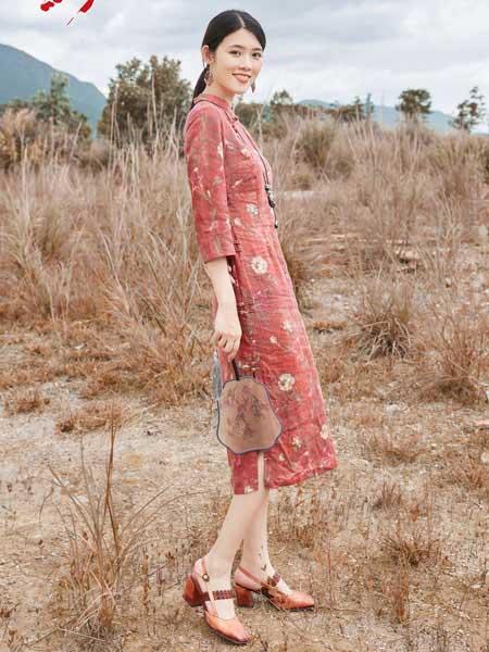 曼茜纱女装品牌2020秋冬红色印花修身旗袍