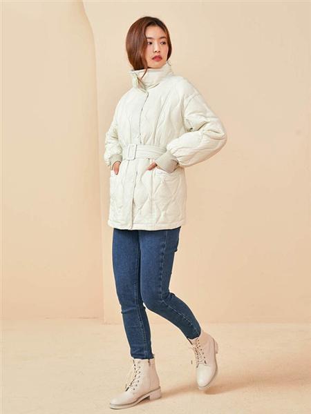 E·LAND女装品牌2020秋冬高领束腰白色棉衣