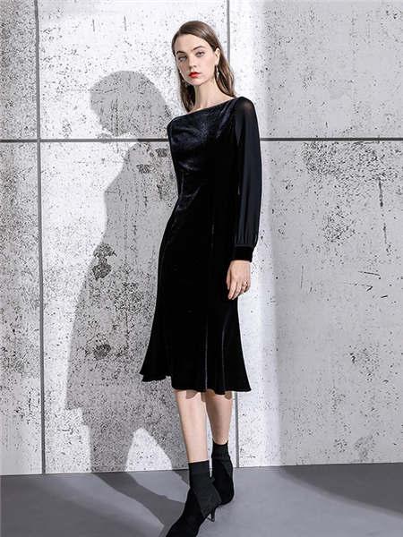 ELINKéSY女装品牌2020秋冬黑色一字领金丝绒连衣裙