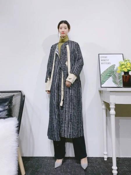 紫布语女装品牌2020秋冬大理石纹经典长款毛呢大衣