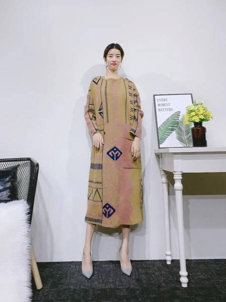 紫布语女装品牌2020秋冬韩版森系毛呢长裙
