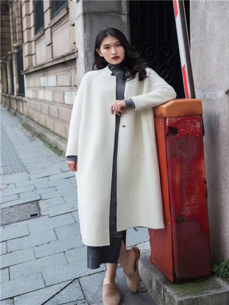 君羊迪奥女装品牌2020秋冬欧美极简长款阿尔巴卡大衣