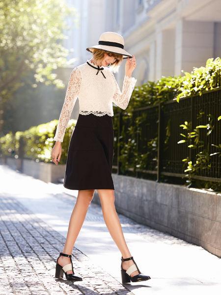 37°生活美学女装品牌2021春夏白色蕾丝拼接修身连衣裙