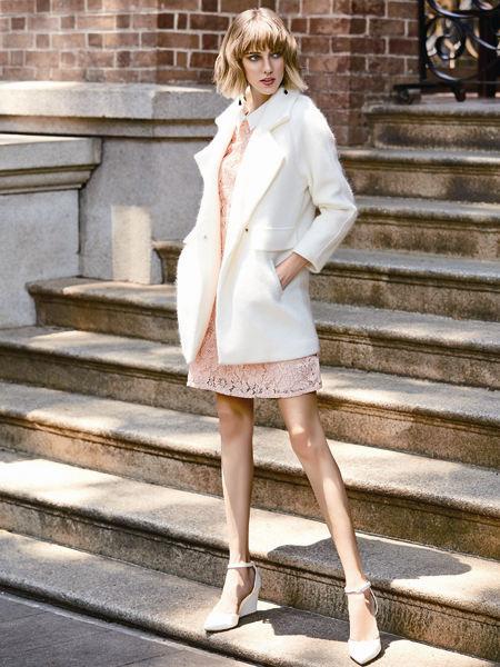 37°生活美学女装品牌2021春夏白色淑女风翻领毛呢大衣