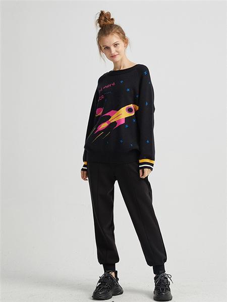 JUCY JUDY女装品牌2020秋冬黑色火箭印花个性卫衣