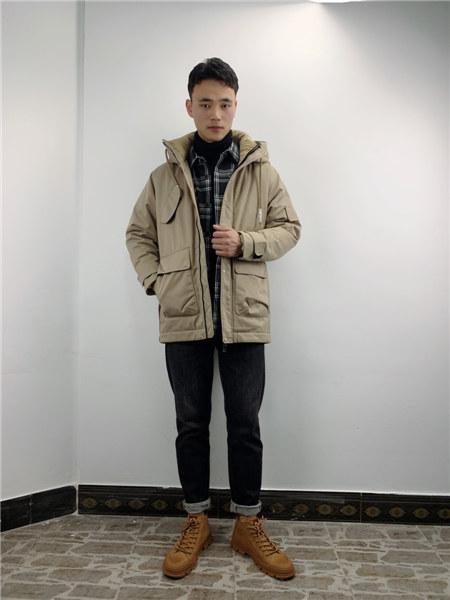 奥克男装品牌2020秋冬卡其色连帽保暖外套中长款