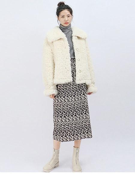 UZZU女装品牌2020秋冬特色豹纹高腰半身裙