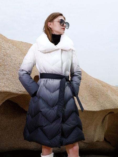 简约风情女装品牌2020秋冬黑白撞色渐变束腰羽绒服连衣裙
