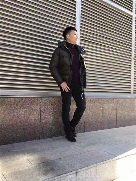 镖王男装品牌2020秋冬黑色皮面光泽高领短款羽绒夹克