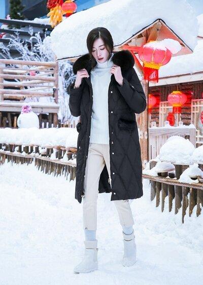 衣号女神女装品牌2020秋冬黑色菱格压纹加毛宽型羽绒服