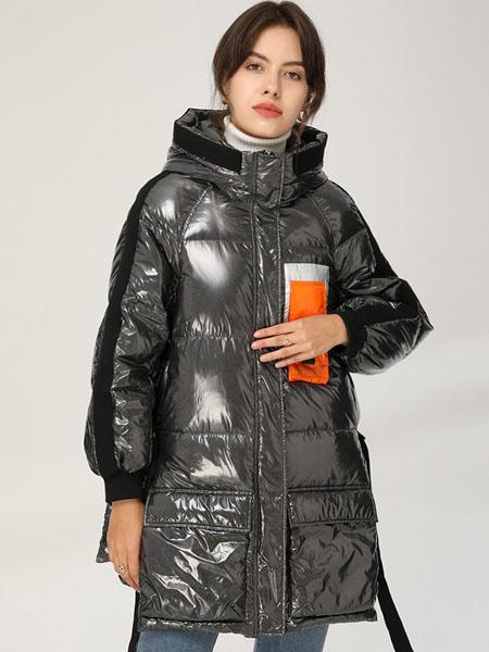 皮尔卡丹plerrecardln女装品牌2020秋冬黑色亮面胸前贴带设计羽绒服
