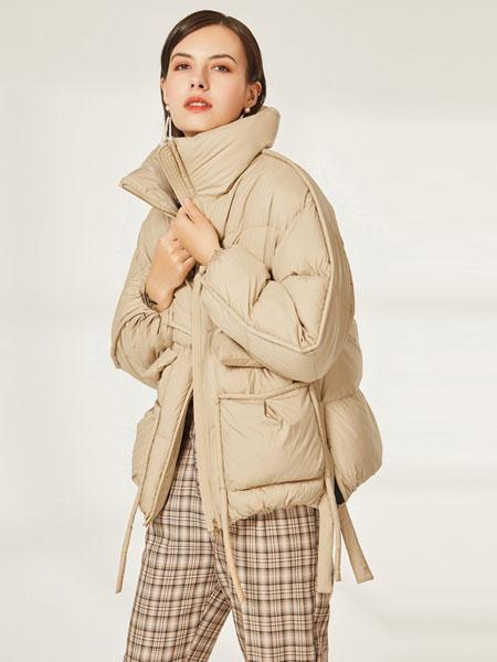皮尔卡丹plerrecardln女装品牌2020秋冬杏色气质飘带时尚羽绒服