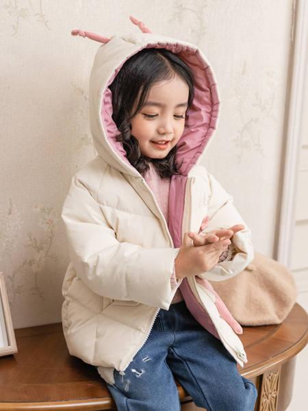 卡尔菲特童装品牌2020秋冬可爱带耳朵短款羽绒服外套