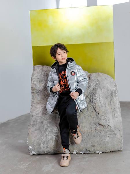 卡尔菲特童装品牌2020秋冬带标亮面羽绒服外套