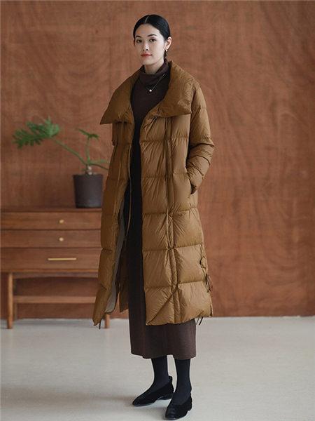知乎者也女装品牌2020秋冬咖啡色保暖加厚羽绒服