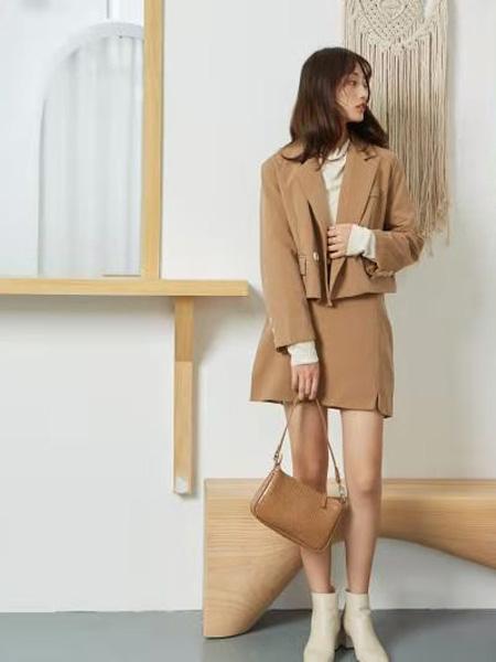 描刻(miaoke)女装品牌2020秋冬驼色气质小香风套装