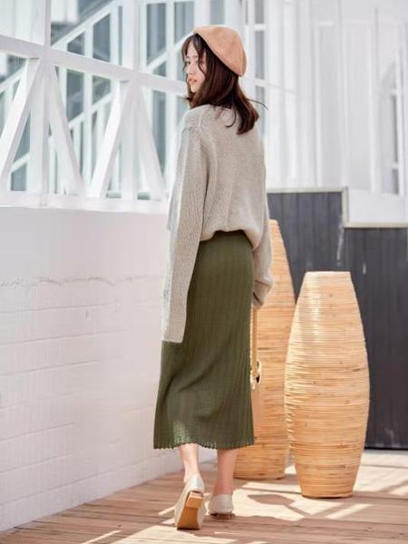 描刻(miaoke)女装品牌2020秋冬灰色落肩简约针织毛衣