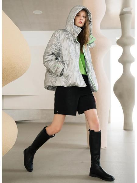 ART艺域女装品牌2020秋冬灰条纹连帽短款羽绒服