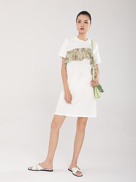 EATCH女装品牌2021春夏白色新颖特色拼接连衣裙