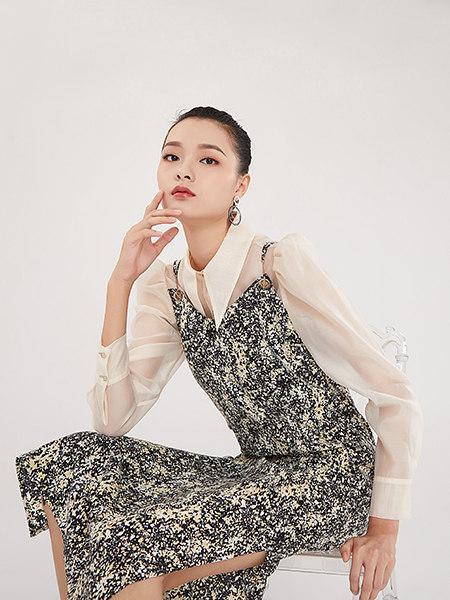 EATCH女装品牌2021春夏气质女神开叉优雅连衣裙