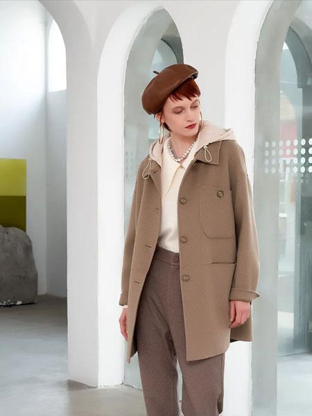 卓多姿女装品牌2020秋冬褐色立领外套