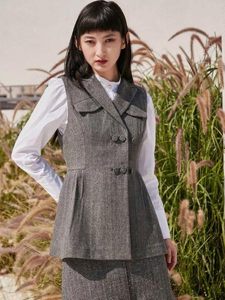 季候风女装品牌2021春夏街头范文艺范百搭